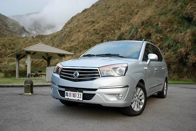 韓系雙龍全新改款的Stavic有豐富配備,是頗奢華感的七人座休旅車。 記者趙惠群/攝影