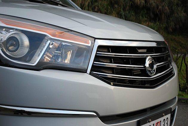 全新雙龍Stavic的車頭造型,頗有美式休旅車的霸氣。 記者趙惠群/攝影