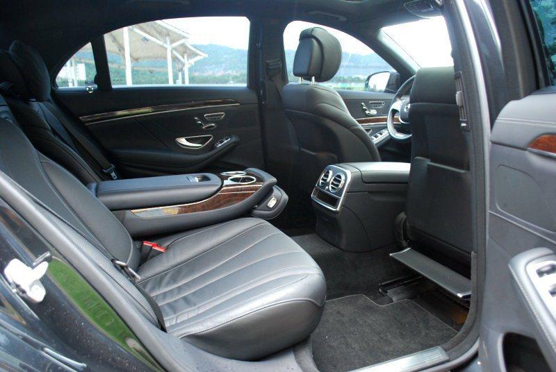 國內導入的新S-class是3165mm長軸版,車室縱深充裕寬闊 記者趙惠群/攝...