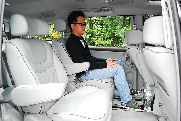 座椅採2-2-3配置,三排座椅皆有十分寬敞的腿部空間,頭部更是開闊。 記者趙惠群...