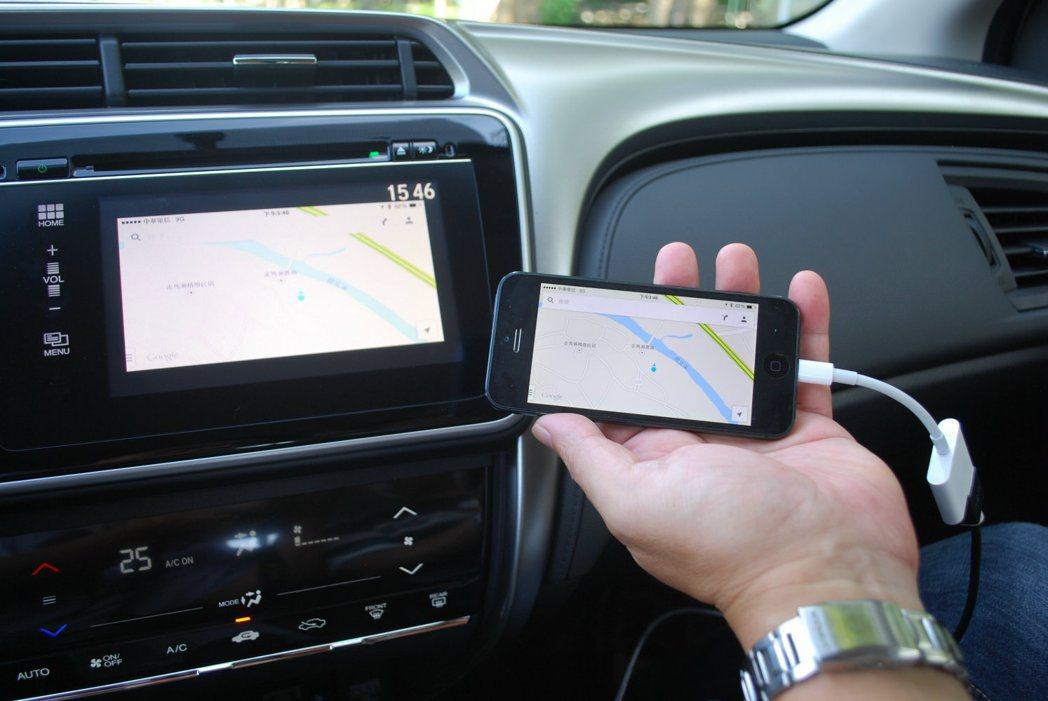 VTi-S車型配備7吋觸控螢幕,內建APP智慧手機連線功能,能與iPhone連結...