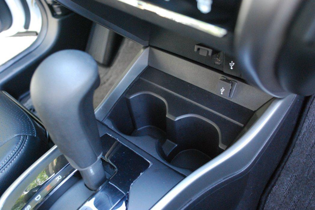 搭載CVT無段變速箱,它融合新開發的G-Design Shift換檔設計,具備優...
