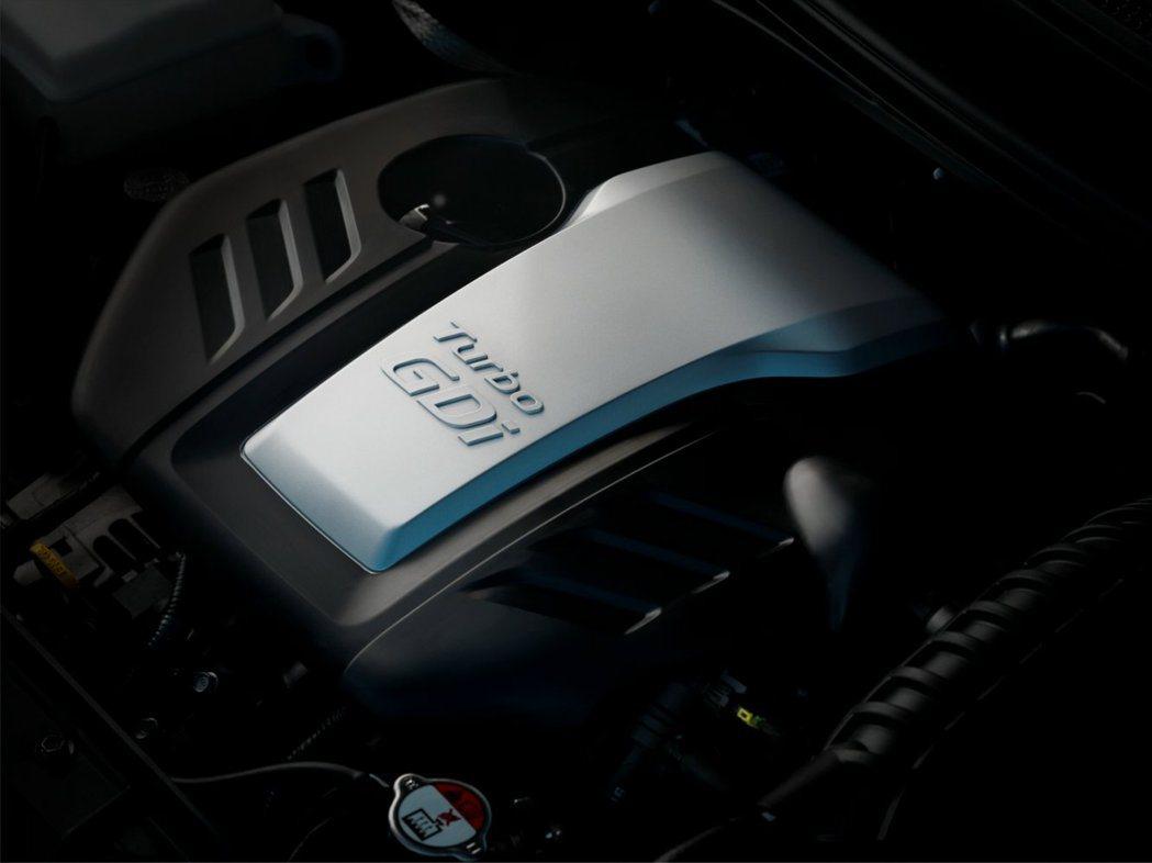 國內販售Veloster Turbo動力是1.6升直列四缸雙渦流增壓引擎,結合G...