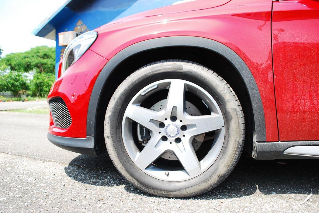 全車系標配18吋大胎,並提供多種輪圈式樣選擇。 記者趙惠群/攝影