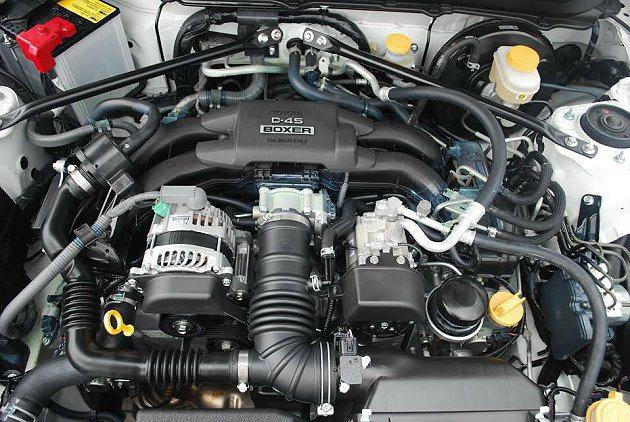 源自SUBARU的2.0升水平對臥自然進氣引擎,最大馬力200ps,最大扭力20...