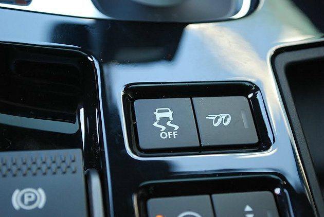 中央鞍座有主動式尾管聲浪控制系統,調校出雄渾的聲浪為駕駛助興。 記者趙惠群/攝影