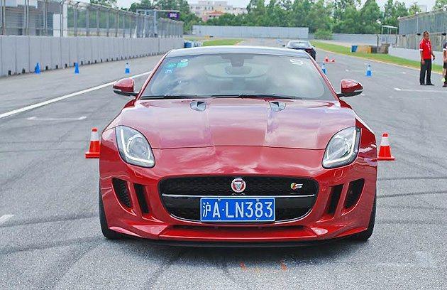 3.0 V6入門款具有不錯的加速能力。 記者趙惠群/攝影