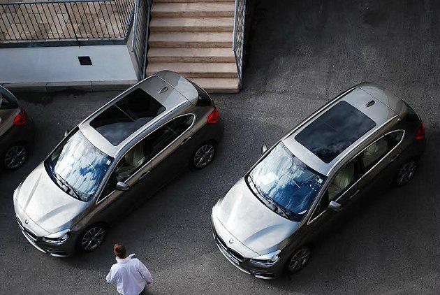 全車系皆有特大的全景式天窗。 記者趙惠群/攝影