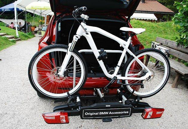 車尾自行車架有快速上架功能。 記者趙惠群/攝影