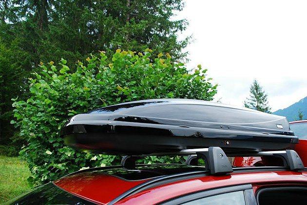 原廠車頂置物盒,大幅增加置物空間。 記者趙惠群/攝影