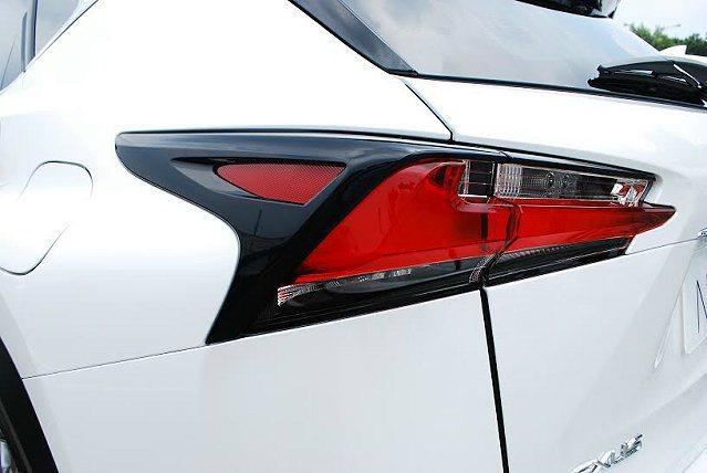 F Sport車型採取燻黑式樣尾燈。 記者趙惠群/攝影