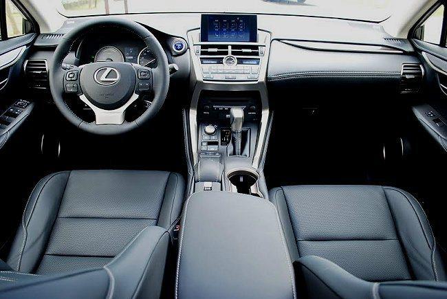 NX 300h的內裝維持LEXUS家族一貫日式精細工藝,視覺輕爽精緻,各部件也都...