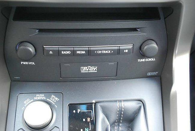 中控台最下方是多媒體播放器,包括DVD與CD播放,並整合MarkLevinson...
