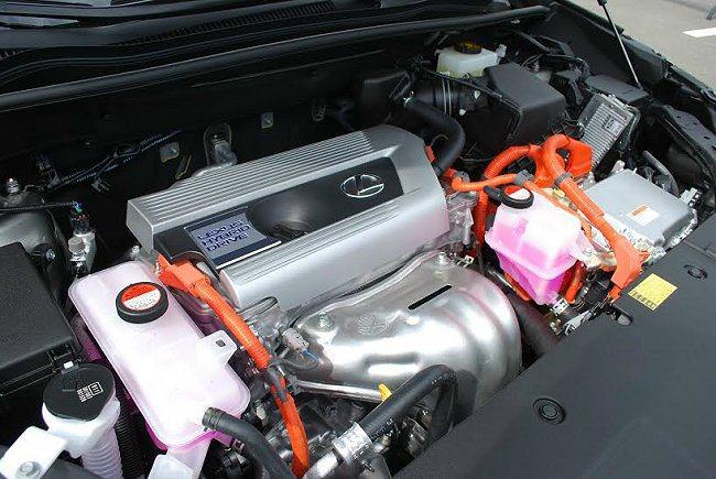 油電複合動力系統以2.5升直四引擎搭配電動馬達,引擎最大馬力155匹,加上電動馬...