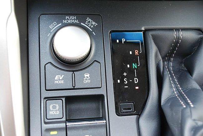依不同需求,NX提供ECO省油與Sport+跑車化與正常三種駕馭模式。 記者趙惠...