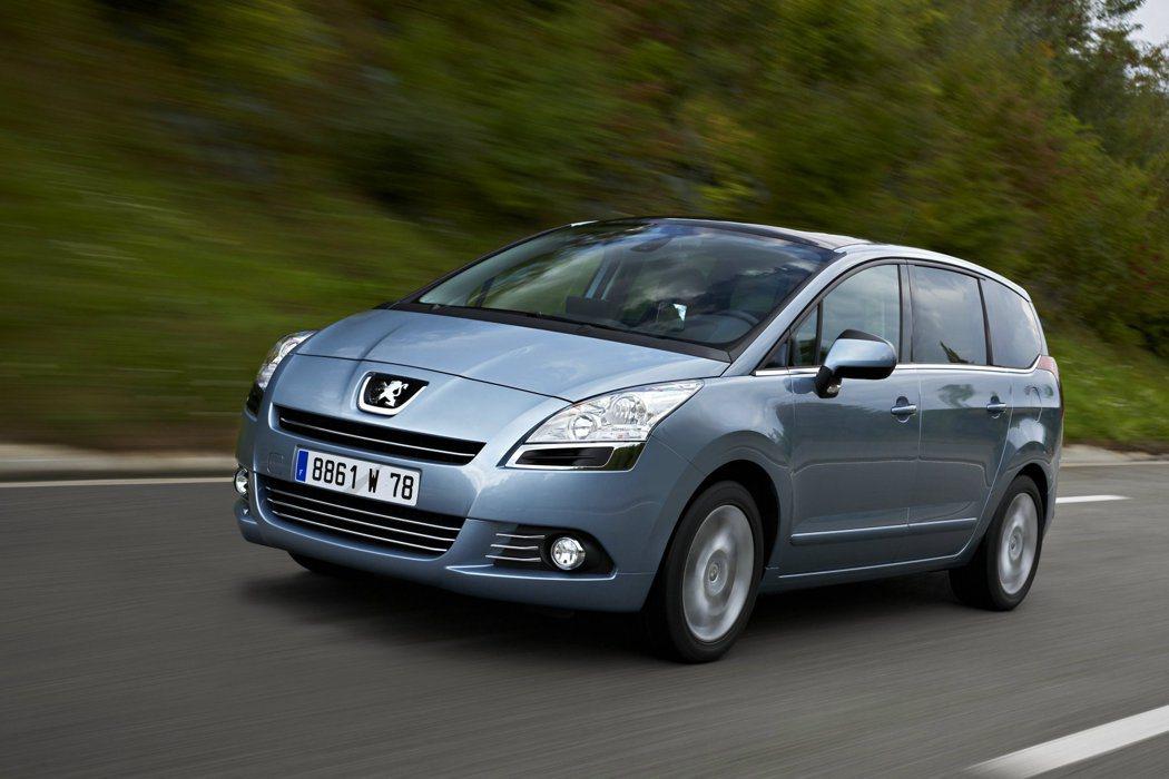 2009年首度發表的歐規Peugeot 5008 2.0D。可看出小改款5008車頭造型有著相當大幅度易容。 PEUGEOT提供