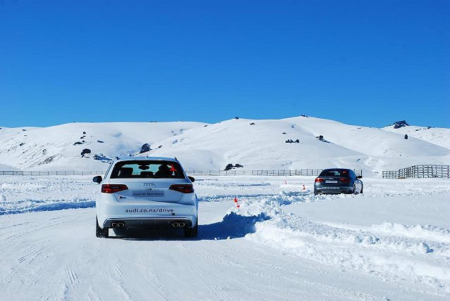 有小芬蘭之稱的結冰道路,車行其上完全不聽使喚,很容易出現漂移。 記者趙惠群/攝影