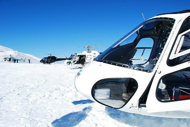 直升機之旅,登雪峰從高處遠眺四周景致。 記者趙惠群/攝影