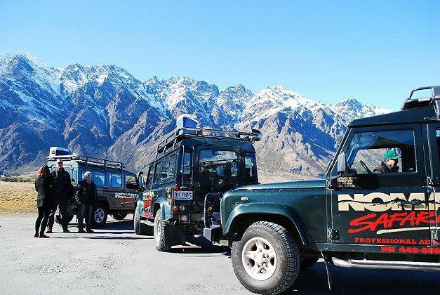 搭乘越野車造訪各個淘金據點。 記者趙惠群/攝影