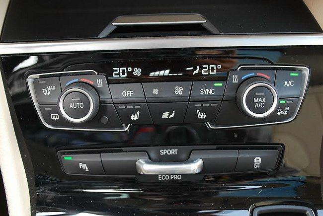 中控台空調面板下方有動態駕馭模式選擇的撥桿,可選擇個人偏好的駕駛模式。 記者趙惠群/攝影