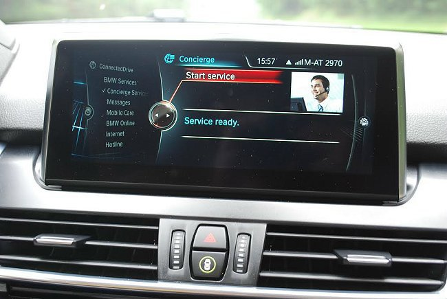 在歐洲市場它的Connected Drive多媒體系統,也提供線上即時查詢與救援的服務。 記者趙惠群/攝影