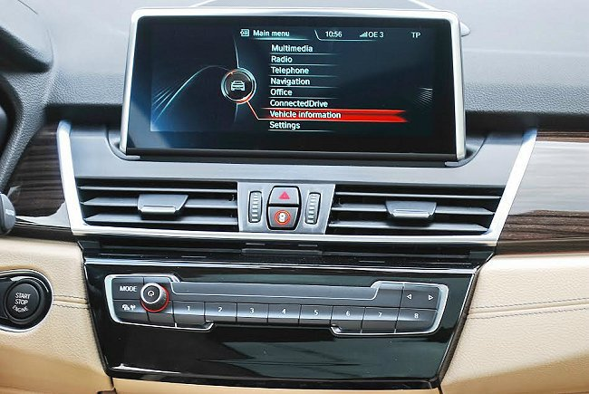 中控台螢幕採懸浮式配置,內建整合影音導航與行車電腦等功能的多媒體系統。 記者趙惠群/攝影