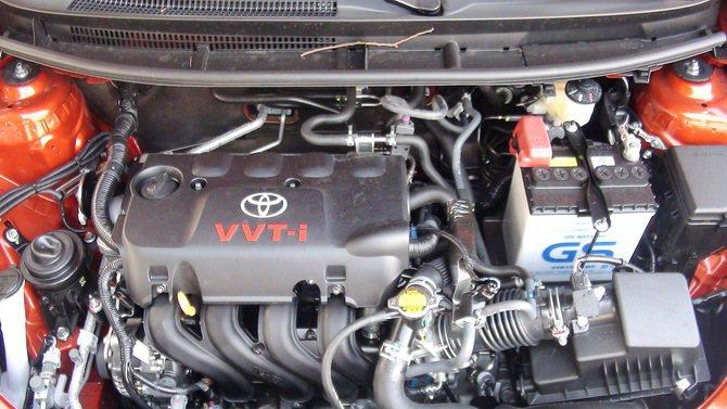 全新Yaris搭載代號1NZ-FE的引擎,最大馬力109匹,最大扭力14.4公斤...