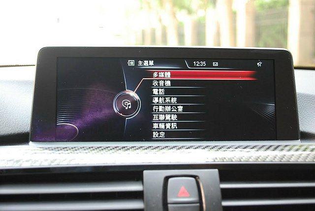 中控台螢幕內建影音導航藍牙多媒體系統,並有互聯功能。 記者趙惠群/攝影
