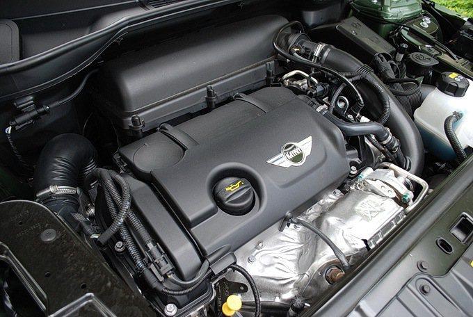 搭載1.6升雙渦輪增壓引擎,最大馬力184hp,最大扭力24 kgm。 記者趙惠...