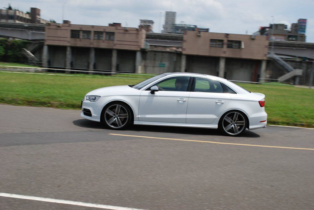 Audi引以為傲的Drive Select可程式車身動態系統,以及Magneti...