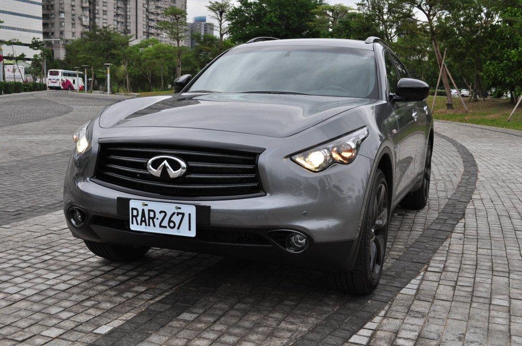 限量只有十台的QX70 S,追加總值超過25萬元套件,正式售價266萬元。 記者...