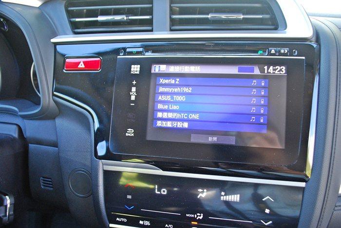 中控台內建CD/MP3音響主機、藍牙無線通訊,另外,它也配備AUX-IN和USB...