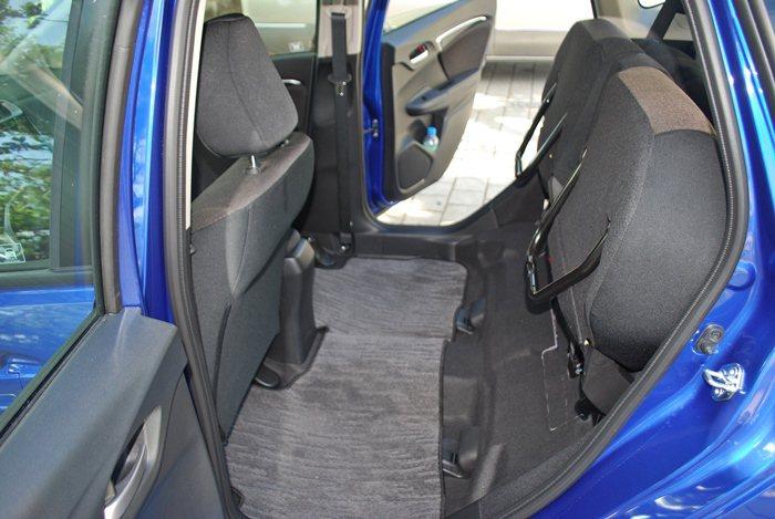 最受用的莫過於Tall Mode模式座椅椅墊6/4分離,可以上移讓出一個高度超高...