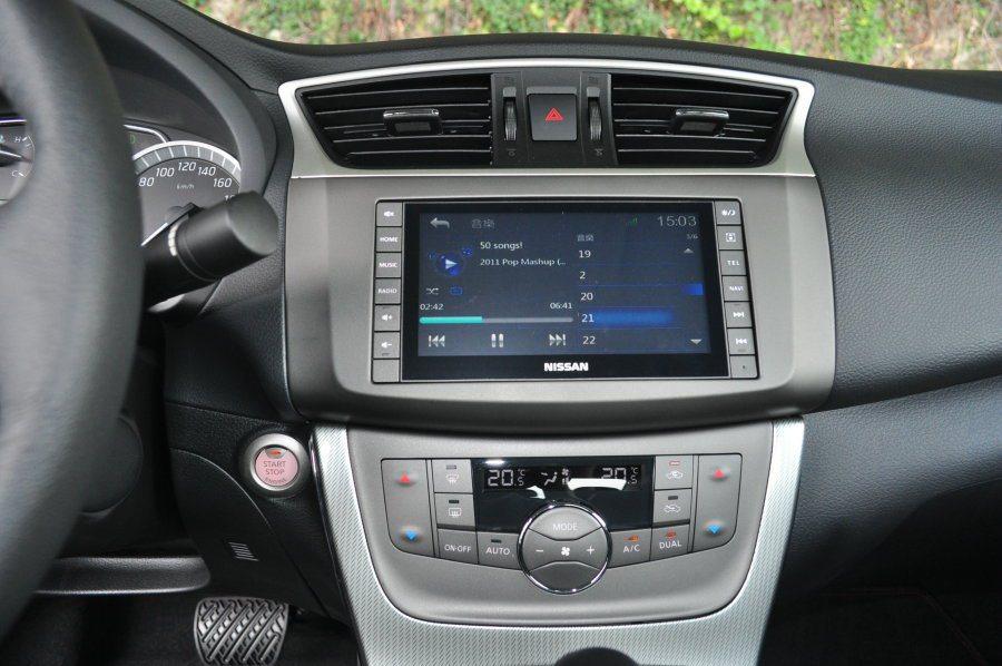 中控Super Media多媒體影音系統,整合行車娛樂,也可加裝衛星導航跟AVM...