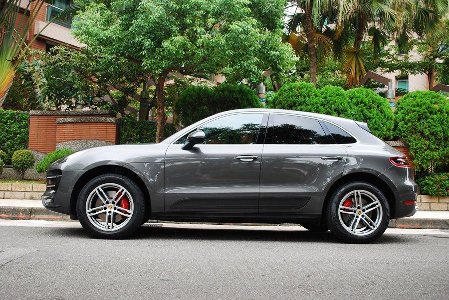 Macan有著比Cayenne更緊緻的車身,更具跑格,車長4681mm,車寬19...