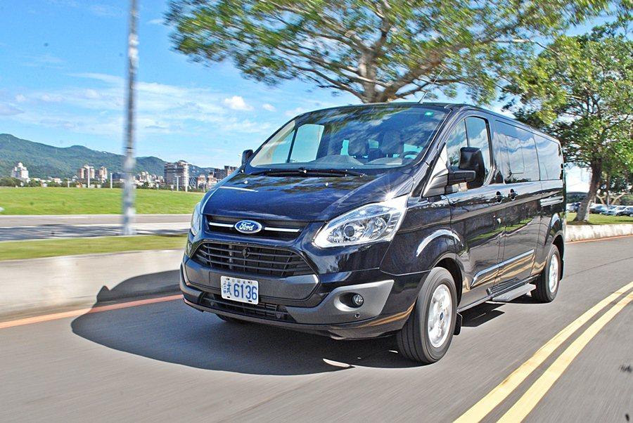 Ford Tourneo Custom,帶來新風格迥異的新選項,它帶給我們的是一種搭乘豪華遊艇的富豪式尊貴感。 記者趙惠群/攝影