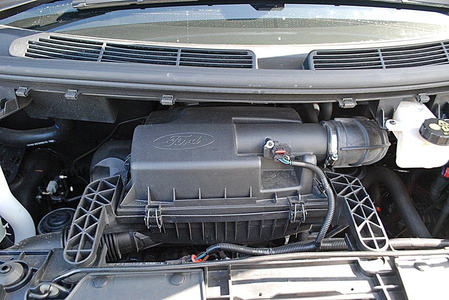 動力搭載的是直列四缸柴油引擎運轉平順而沒有太過粗糙的噪音,依車型不同有兩種不同的動力輸出值的設定,兩者均配6速手排,動力設定以實用為導向,著重起步輕快有力,滿足都會行走的需求,同時兼顧省油性。 記者趙惠群/攝影