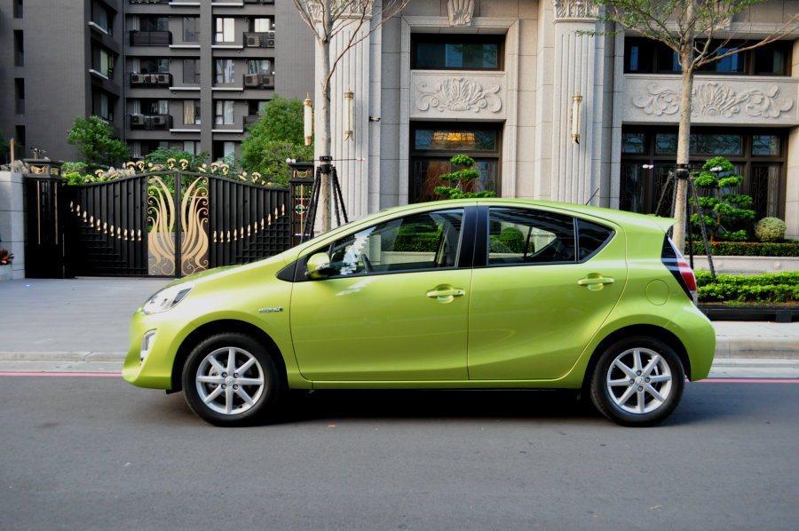 Prius C的身型充滿青春活力,也更新潮。 記者許信文/攝影