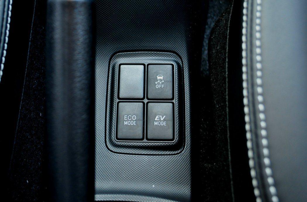 中央鞍座駕駛可主動切換系統進入ECO節或EV強制電動模是,改款後再追加VCS啟閉按鈕,增加車主的操控欲望機會。 記者許信文/攝影