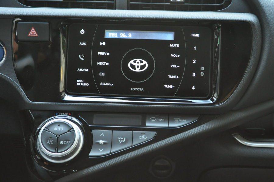 新穎的觸控螢幕多媒體影音系統。包含廣播、aux-in、USB輸入、及行動智慧連結的藍牙、NFC功能。 記者許信文/攝影