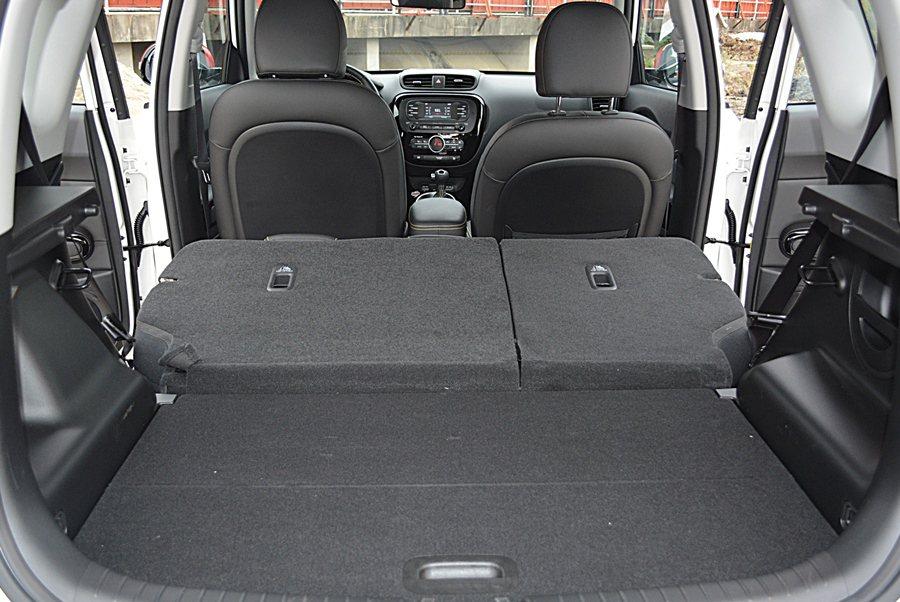 64分離式後座椅傾倒之後,卻能創造優於同級車的686升最大置物容積。 記者趙惠群/攝影