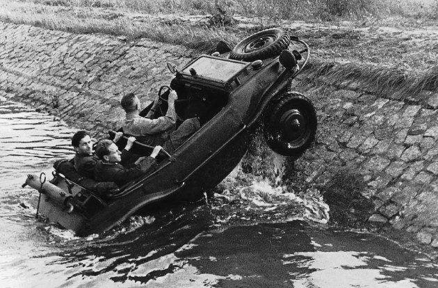 二戰期間福斯曾生產水陸兩棲Kubelwagen。 Volkswagen