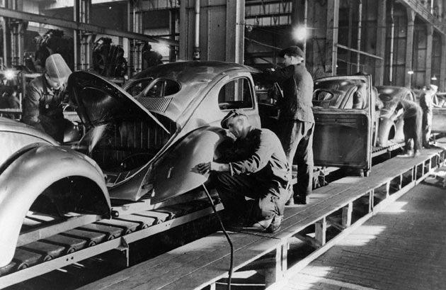 1947年生產線上Beetle。 Volkswagen