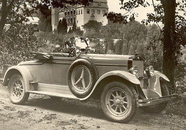 1926年L_K與SKODA合併之後推出一系列現代化新車,圖中的Type_110即是合併後第一台新車 Skoda