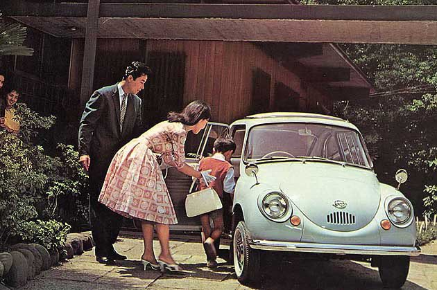 Subaru 360採後開式車門,當年深受許多小庭的喜愛此為當年上市時的商品型錄...