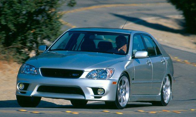IS車系為Lexus爭取年輕買家圖為2001年的IX300。 Lexus