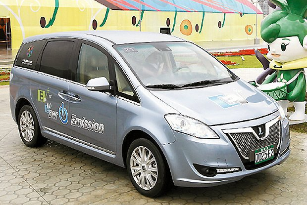 納智捷Luxgen EV+電動車在花博擔任接駁車,供民眾免費體驗綠能科技。 Lu...