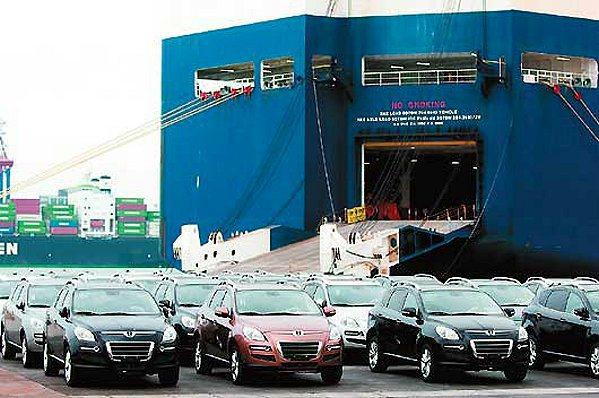 納智捷首批外銷車輛在台北港登船。 Luxgen