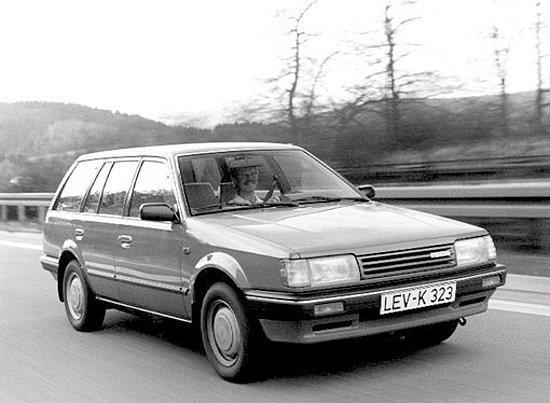 Mazda於1986年製造的經典車系323。 Mazda