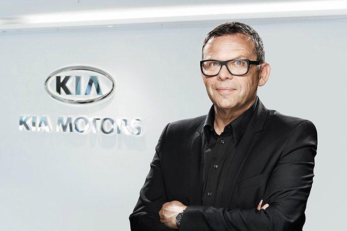 KIA當時的CEO營運長鄭宣義,力邀Audi設計總監彼德史瑞爾跳槽KIA擔任設計主管,他以虎鼻的造型元素,為KIA新世代車款定調,創造高識別度。 KIA提供